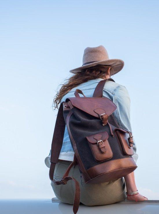 sac à dos gabi gris anthracite pachamama ciel bleu aventure voyage cuir velours nubuck tendance élégant boho rétro chic