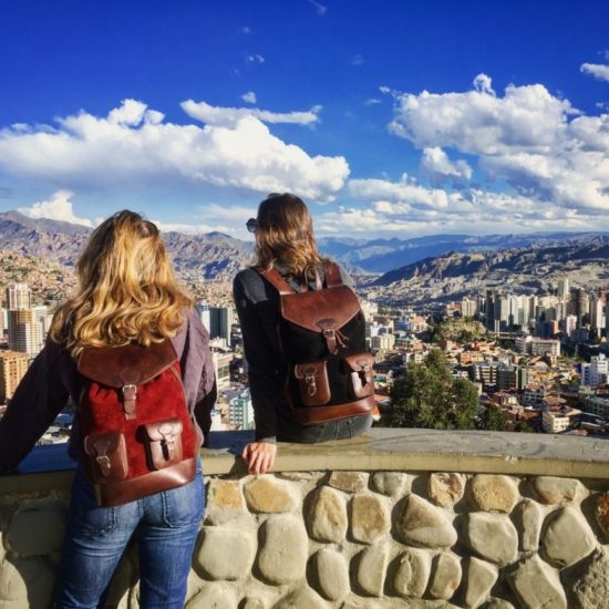 sac à dos gabi rouge noir pachamama ville la paz bolivie urbain city cityscape voyage aventure cuir nubuck tendance pratique fonctionnel