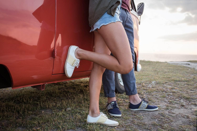 van combi rouge pachamama chaussure n'go voyage roadtrip