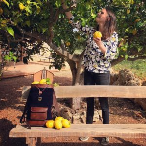 sac à dos joe bleu nuit pachamama citron vacances majorque urbain voyage banc soleil tendance