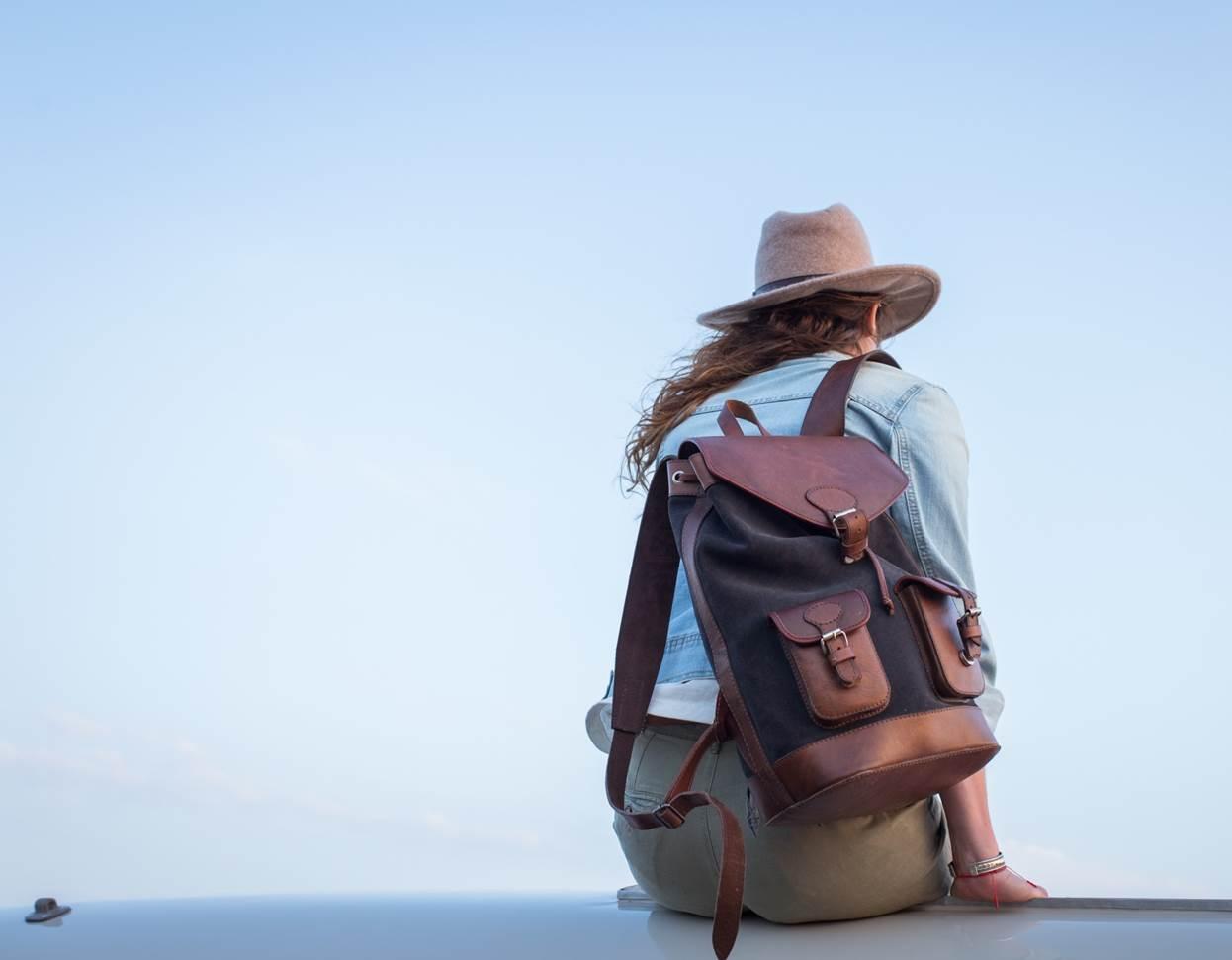 sac à dos gabi gris pachamama chapeau horizon aventure