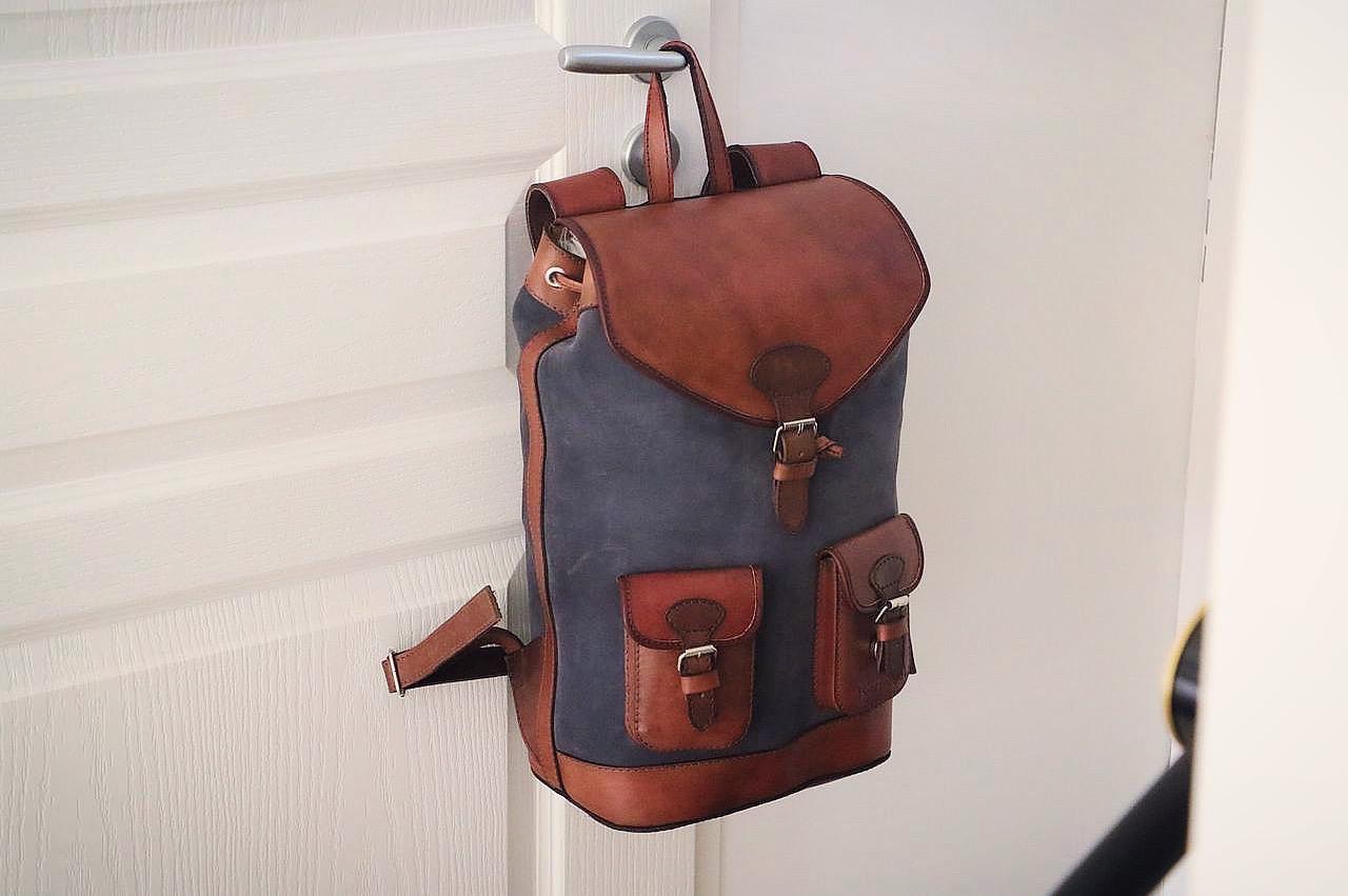 sac à dos en cuir vintage gris pachamama - le barboteur