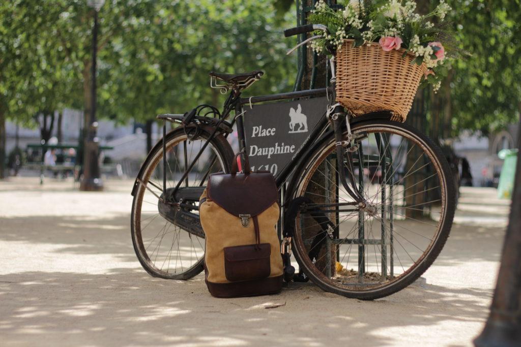 vélo paris urbain sac à dos balade ville