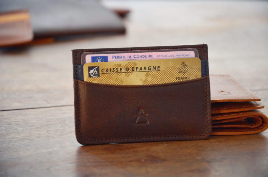 porte cartes marron foncé