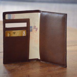 porte passeport en cuir café